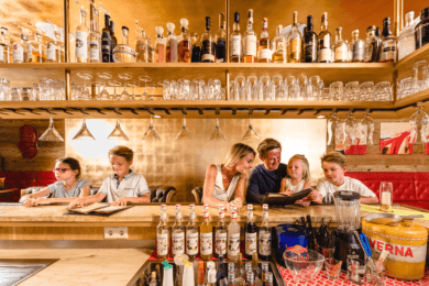 Familienurlaub-bar-hotel-salzburger-hof-zauchensee1