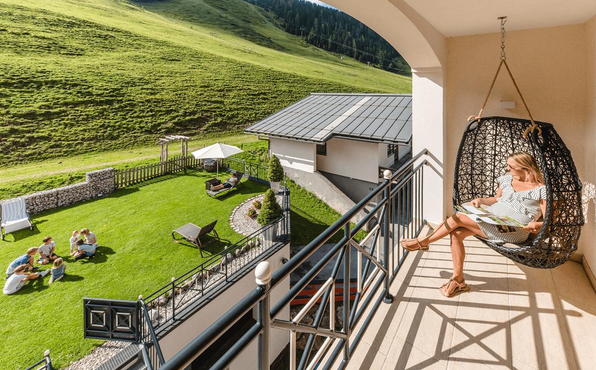 familienurlaub-garten-balkon-zauchensee-salzburgerhof
