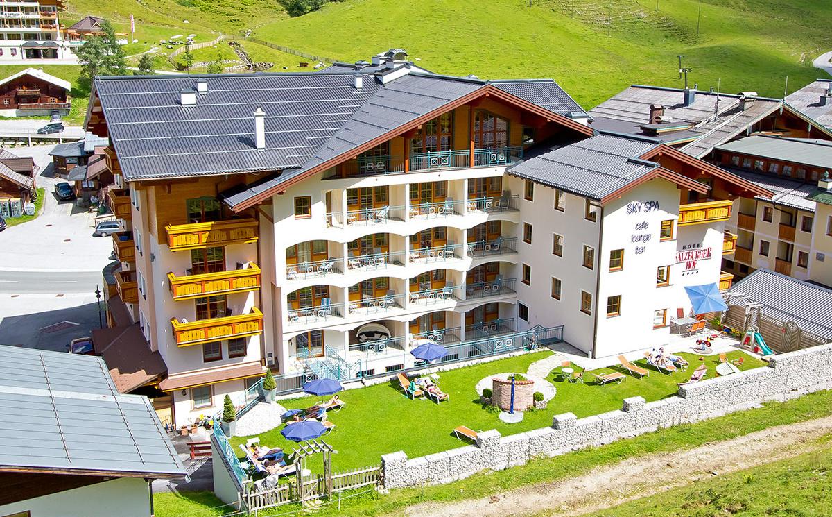 Garten & Liegewiese im 4 Sterne Superior Hotel Salzburger Hof