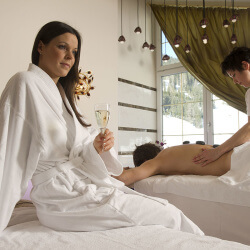 Massagen & Behandlungen im SKY SPA