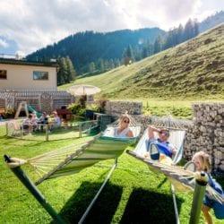 Garten & Lsiegewiese im 4 Sterne Superior Hotel Salzburger Hof in Zauchensee