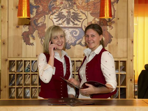Rezeption - Team im Hotel Salzburger Hof in Zauchensee